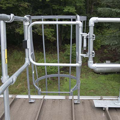 Self closing gate for ladder fall protetion
