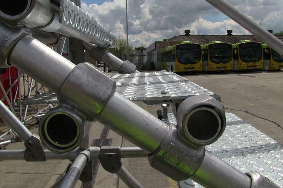 maintenance platform for buses